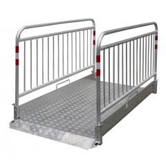 Schake Grabenbrücke Secure aus Aluminium mit Sicherheitsgeländer 2,2-3,2m lang